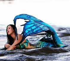 Finfolk Productions: Photo: David Bolles. Mermaid: queencobra.asia. Tail by Kinfolk Productions.