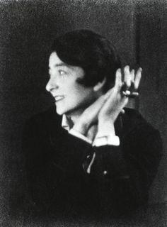 Eileen Gray by Berenice Abbott, 1926