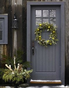 Love this door but I'd do a green color! Make an Entrance: 10 Welcoming Front Door Paint Colors