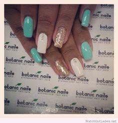 Botanic nails blue, white, golden glitter