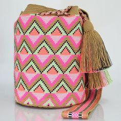 326 отметок «Нравится», 5 комментариев — Just Wayuu (@just.wayuu) в Instagram: «Handcrafted handbags made by indigenous wayuu in the north of Colombia. Worldwide shipping – envíos…»