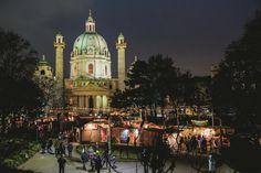 Adventmarkt vor der Karlskirche: Täglich: 12.00 - 20.00h - Foto Credit: divinaart
