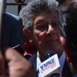 Vea como medios privados de Noticias al servicio del Gobierno agreden a Henry Ramos Allup - http://critica24.com/index.php/2016/06/26/vea-como-medios-privados-de-noticias-al-servicio-del-gobierno-agreden-a-henry-ramos-allup/