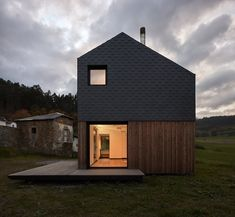 This modern prefab house in Spain boasts only a five hour assembly time | News | Archinect