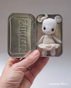 FREE amigurumi crochet pattern: Minty, the tiny mouse - by Amour Fou Crochet Gifts, Crochet Mouse, Cute Crochet, Beautiful Crochet, Crochet Hooks, Crochet For Kids, Crochet Baby, Knit Crochet, Stuffed Toys Patterns