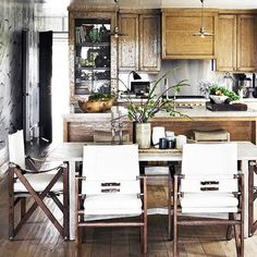Shop @Jeffrey Kalmikoff Alan Marks's very own dine-in kitchen, today on domainehome.com. #Padgram
