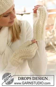 "Nieves Mittens - Knitted DROPS wrist warmers in ""Alpaca"" and ""Kid-Silk"". - Free pattern by DROPS Design Crochet Mittens, Mittens Pattern, Knit Or Crochet, Wool Gloves, Fingerless Gloves Knitted, Drops Design, Knitting Patterns Free, Free Knitting, Free Pattern"