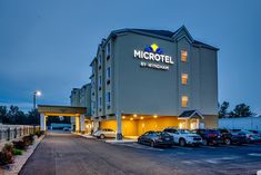 Hotels in harbor Niagara Falls that offer comfortable stay to all the people. They offer comfort designed rooms to offer a wonderful experience to each and every traveler.