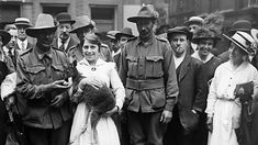 World War One - KS2 History - BBC Bitesize Ww1 History, Women In History, World War One, First World, Sergeant Stubby, Primary History, Cultura General, Troops, Soldiers