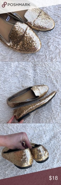 MOSSIMO Sparkly Gold Metallic Glitter Loafers Gold hitter loafers in EUC. Only comment is that there are some strings on the inside; but no flaws found. ✨OFFERS WELCOME✨ Mossimo Supply Co. Shoes Flats & Loafers