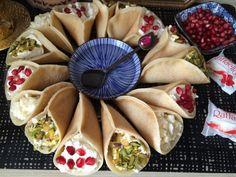 Atayef – syrisches Dessert – ein muss nicht nur in Ramadan Atayef sind kl. Food L, Hannukah, Arabic Food, Dessert Recipes, Desserts, Cheesecakes, Biscuits, Veggies, Sweets