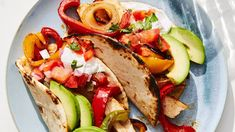 A one-pan chicken dinner that cooks on a sheet pan; the components for these tasty fajitas cook under the broiler. Chicken Fajita Recipe, Chicken Fajitas, Chicken Recipes, Healthy Chicken, Turkey Recipes, Breakfast Lunch Dinner, Dessert For Dinner, Cooking Recipes, Healthy Recipes