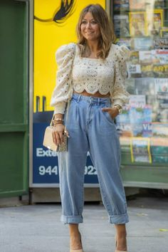 Mom Jeans Outfit, Jeans Outfit Summer, Blue Mom Jeans, Mom Outfits, Summer Outfits, Cute Pants Outfits, Slouch Jeans, Slouchy Pants, Pantalon Slouchy