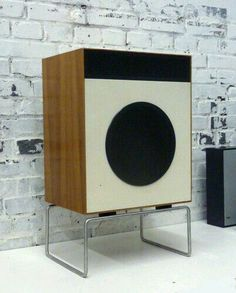 speakers with stand Dieter Rams Braun design Audio Design, Speaker Design, Diy Speakers, Stereo Speakers, Retro Design, Modern Design, Dieter Rams Design, Braun Dieter Rams, Braun Design