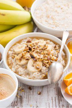 Haferflocken sind nur eine Zutat für unsere gesunden und leckeren Porridge Rezepte. Sieh dir hier die Haferbrei Rezepte für ein gesundes Frühstück zum Abnehmen an. Baking Recipes, Healthy Recipes, Porridge Recipes, Chia Pudding, Weight Watchers Meals, Oatmeal, Food And Drink, Low Carb, Nutrition