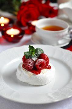 Рецепт - Десерт «Павлова» с малиной