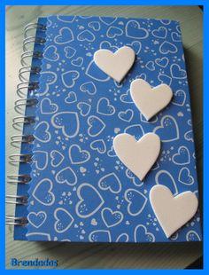 Agenda personalizada con corazones