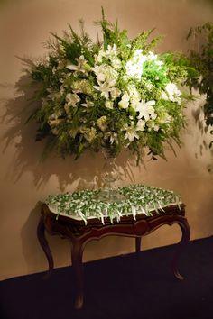 Seguindo a tendência do preto em casamentos, temos uma linda decoração em branco, verde, bege e preto. O desejo da noiva era dar umar mais moderno ao trad