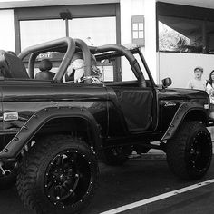 4x4 Trucks, Cool Trucks, Cool Cars, Old Ford Bronco, Early Bronco, Classic Bronco, Classic Ford Broncos, Ford Motor Company, Ford 4x4