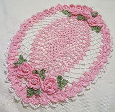 Artículos similares a pink roses oval centerpiece doily en Etsy Crochet Home, Crochet Gifts, Easy Crochet, Free Crochet, Crochet Table Runner, Crochet Tablecloth, Crochet Doilies, Crochet Flower Patterns, Crochet Flowers