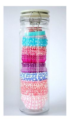 spaghetti jar used for cupcake wrappers-genius! I would actually need cupcake wrappers, but since I don't make cupcakes. Cupcake Liners, Cupcake Wrappers, Cupcake Holders, Cupcake Cases, Diy Cupcake, Muffin Cupcake, Cupcake Liner Storage, Cupcake Creative, Cupcake Icing