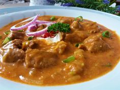 "Fake ""Segedín"" of zucchini - Falešný ""segedín"" z cukety recept - TopRecepty. Goulash, Thai Red Curry, Stew, Chili, Meat, Ethnic Recipes, Food, Zucchini, Chile"