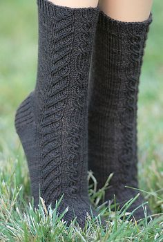 Ravelry: Randiriel socks pattern by Alexandra Wiedmayer Free by Jill Loshaw Manuel Cable Knitting, Knitting Socks, Hand Knitting, Crochet Socks, Knit Or Crochet, Knit Socks, Knitting Patterns Free, Knit Patterns, Free Pattern
