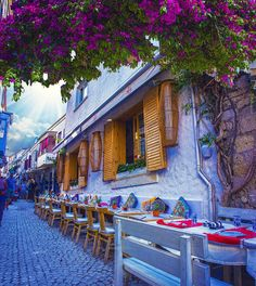 """Yazı özleyenlere gelsin... ☀️☀️ Alaçatı, İzmir"" ❤ Alacati Turkey, Republic Of Turkey, Bougainvillea, Istanbul, Coast, Hotels, Vacation, House Styles, Beach"
