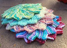 Cute little washcloths! Make a quick holiday gift! DROPS Paris would be perfect! :) Ravelry: The Almost Lost Washcloth pattern by Julie Tarsha