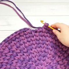 How To Knit Basket Crochet Video Tutorial - Diy Crafts - knittingo Diy Tricot Crochet, Diy Crafts Crochet, Crochet Stitches, Crochet Geek, Crochet Tutorial, Rag Rug Tutorial, Crochet Pattern, Braided Rag Rugs, Crochet Carpet