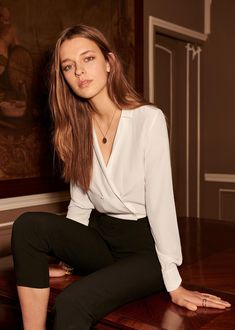 elegant but beautiful, You can collect images you discovered organize them, add your own ideas to your collections and share with other people. Fashion Mode, Office Fashion, Look Fashion, Fashion Outfits, Womens Fashion, Looks Street Style, Elegantes Outfit, Inspiration Mode, Parisian Style