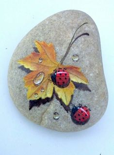 Stone painting Butterfly With Orange Wings Is by RockArtAttack Stone painting Butterfly With Orange Wings ! Ladybugs on fall leaf - Salvabrani Lady Bug Painted Rocks, Painted Rocks Craft, Hand Painted Rocks, Painted Stones, Painted Pebbles, Pebble Painting, Tole Painting, Pebble Art, Rock Painting Patterns