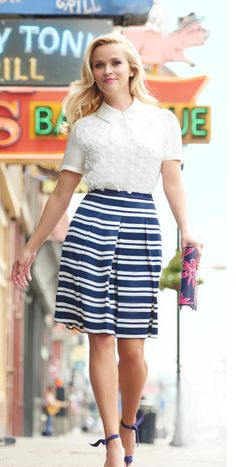 39e761a984 Reese Witherspoon Looks Chic and Fabulous in This Street Style - Nona Gaya