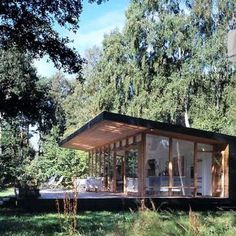 Recreatiewoningen Shed Cabin, Tiny House Cabin, Cabin Homes, Modern Pool House, Modern Pools, Dream Home Design, House Design, Prefab Cottages, House In Nature