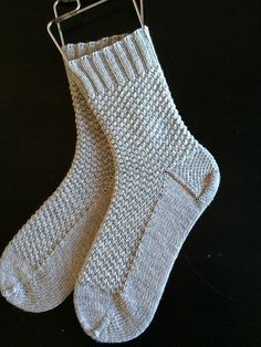 Ravelry: Checked and Square Socks, Toe Up pattern by Lara Neel Crochet Socks, Knitted Slippers, Knitted Bags, Knitting Socks, Hand Knitting, Knitting Patterns, Knit Crochet, Knit Socks, Knitting Tutorials