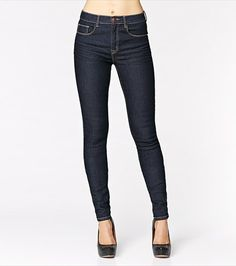A must-have in every wardrobe! This pair of jeans matches with everything and anything.