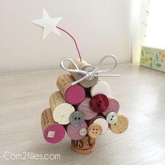 Nouveau tuto sur le blog : comment réaliser un sapin de Noël avec des bouchons de liège. Une réalisation simple avec tout le matériel à portée de mains.
