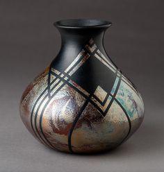New Cost-Free raku Pottery Ideas Thoughts Raku Vase Rookwood Pottery, Raku Pottery, Thrown Pottery, Slab Pottery, Porcelain Jewelry, China Porcelain, Painted Porcelain, Porcelain Ceramics, Ceramic Art