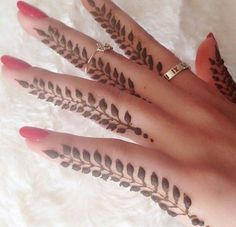 Tattoo des doigts au henné