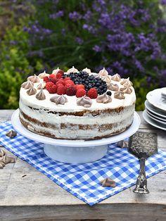 Pradobroty: Narozeninový dort - bílkový korpus, tvarohový krém s čerstvým ovocem