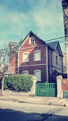 Chalet Pintoresquista.  Construído por F. Lemmi en 1923. Loma de Santa Cecilia  #MardelPlata #MDQ #arquirtectura #pintoresquismo #arquitecture #arq #carnetdevoyage