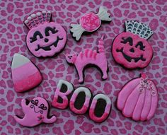 Pink Halloween Cookies - So cute and girly! Pink Halloween, Halloween Cookies, Halloween Birthday, Halloween Candy, Holidays Halloween, Happy Halloween, Halloween Balloons, Kawaii Halloween, Birthday Parties