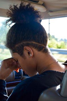 Estive pensando em cortar meu cabelo assim, mas a coragem não deixa. Acho que é um corte que fica legal pra quem usa o cabelo amarrado o tempo inteiro, o que não curto.