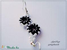 Fehér-fekete gyöngy fülbevaló (gyorgyi24) - Meska.hu