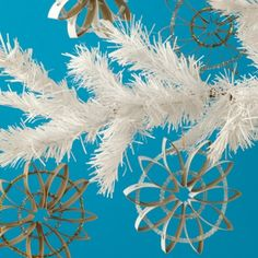 """""""Retro Ornaments"""" So cute -- just toilet paper rolls and pipe cleaners and spray paint."""