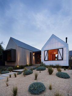 Strandhäuser sind ähnlich wie Farmhäuser: schlicht, naturnah und von Einfachheit bestimmt. Also genau das, was man sich von modernem Wohnen wünscht. Archit