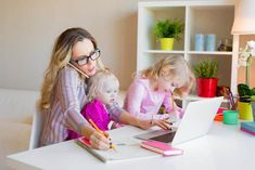 7 High Paying Stay at Home Mom Jobs - Home Schooling Ideas Interracial Dating Sites, Parenting Memes, Two Daughters, Stay At Home Mom, Single Parenting, Stressed Out, Feeling Overwhelmed, Money Saving Tips, Mom And Dad