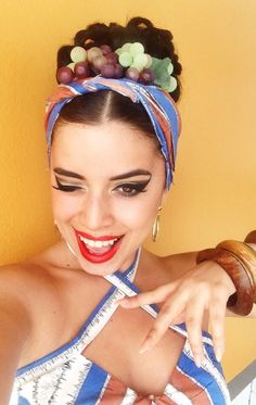 Shuttle from Cancun to Playa del Carmen. Havana Party, Havana Nights Party, Rockabilly Looks, Carmen Miranda, Tiki Party, Hair Decorations, Pin Up Style, Halloween Outfits, Diy Costumes