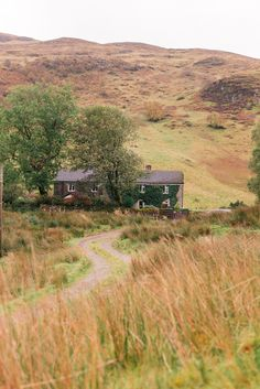 gmg-scotland (beautiful house in the Scottish countryside. Reminds me of dear houses from Jane Austen BBC series... :)