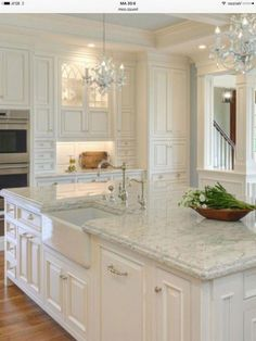Kitchen Makeover 98 Amazing White Kitchen Cabinets Decor Ideas For Farmhouse Style Design - Page 28 of 99 Kitchen Cabinets Decor, Kitchen Cabinet Design, Home Decor Kitchen, Country Kitchen, Kitchen Interior, New Kitchen, Kitchen Ideas, Kitchen Designs, Kitchen Island